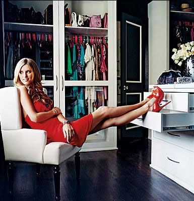 NICKY HILTON Onun giyinme odası ise çanta ağırlıklı. 200'den fazla çantası var.